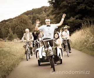 Svatební cykloprůvod